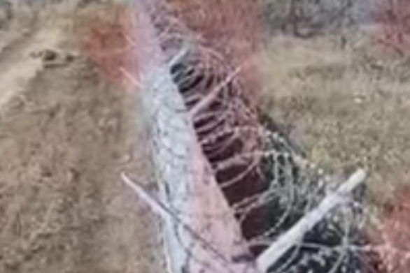 Ρωσία: Μεθυσμένοι στρατιώτες διαλύουν με τανκ τον φράχτη αεροδρομίου (video)