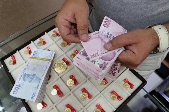 Υποχώρησε σε νέο χαμηλό επίπεδο-ρεκόρ η τουρκική λίρα