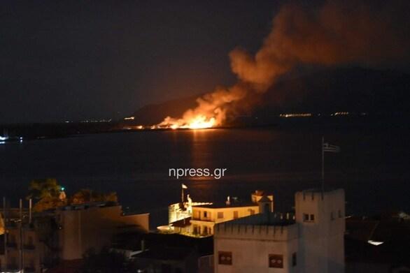 Ναύπακτος: Ξέσπασε μεγάλη πυρκαγιά κοντά σε εργοστάσιο ανακύκλωσης (pics+video)