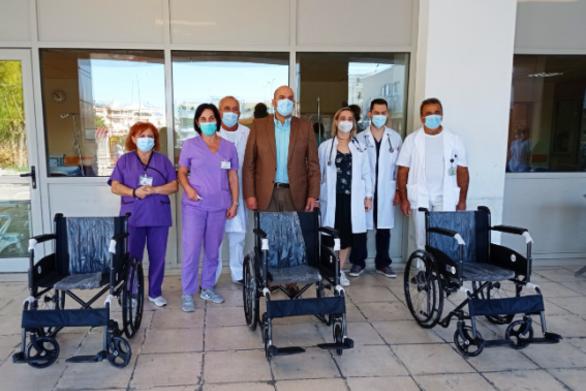 Πάτρα: 3 νέα αμαξίδια μεταφοράς ασθενών παραδόθηκαν στο νοσοκομείο του Αγίου Ανδρέα
