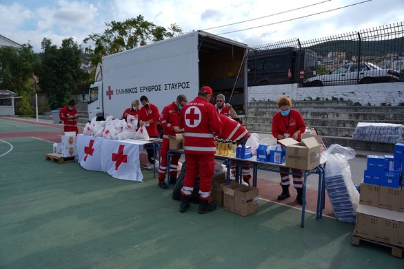 Ε.Ε.Σ: Διανομή ανθρωπιστικής βοήθειας στους σεισμόπληκτους της Σάμου (φώτο)