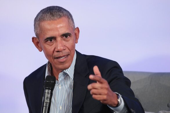 Ο Μπαράκ Ομπάμα περιγράφει πώς... κρυφοκάπνιζε στον Λευκό Οίκο