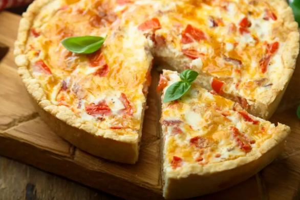 Aλμυρή τάρτα με λιωμένο τυρί και μπέικον