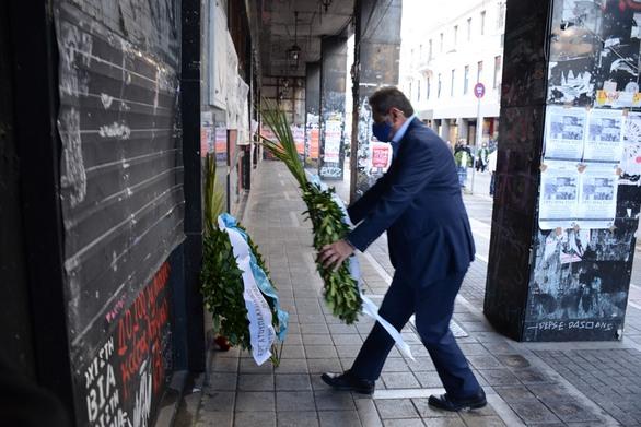 Πάτρα - Πολυτεχνείο: H Δημοτική Αρχή κατέθεσε στεφάνι στο πρώην Παράρτημα και στην Παλιά Ασφάλεια (pics+video)