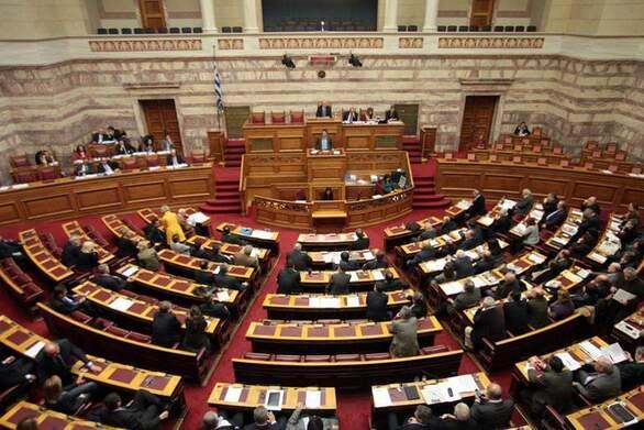 Θυελλώδης συνεδρίαση στη Βουλή για την άρση ασυλίας των Ανδρέα Κουτσούμπα και Γιώτας Πούλου