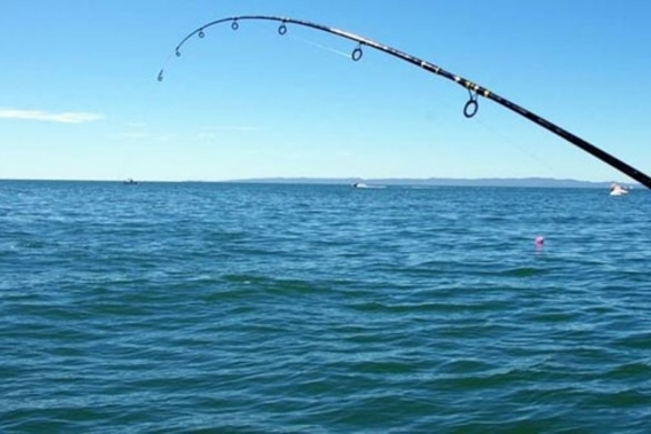"""Πάτρα: Πλήρωσε ακριβά το ψάρεμα στην Πλαζ - """"Τσίμπησε"""" πρόστιμο"""