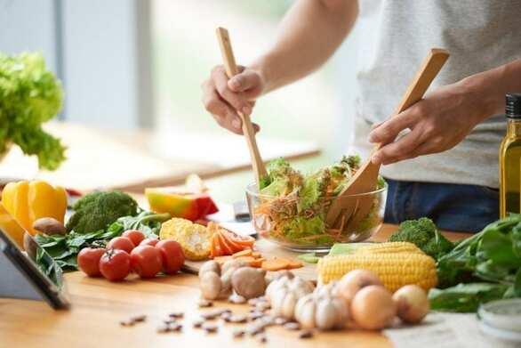 Πώς η μαγειρική μπορεί να βελτιώσει τις ημέρες μας στο σπίτι