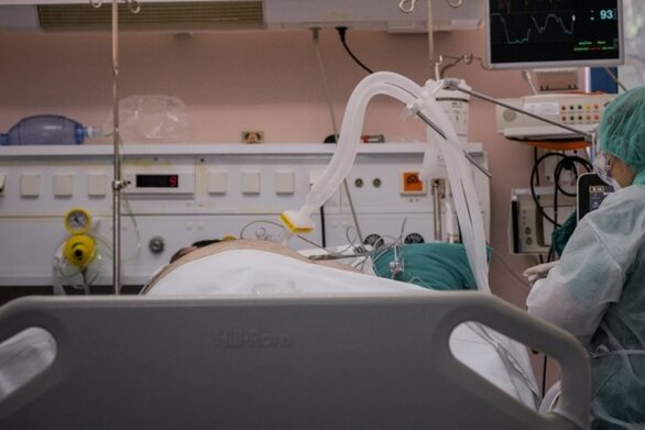 Αγωνία για 28χρονη μητέρα που δίνει μάχη με τον κορωνοϊό στο «Ιπποκράτειο»