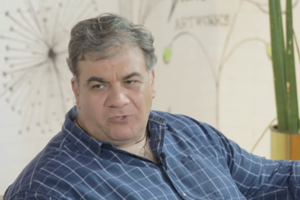 """Δημήτρης Σταρόβας: """"Η μορφή του πατέρα μου δεν υπάρχει πουθενά στο μυαλό μου"""" (video)"""