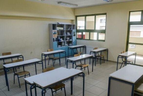 Πρόεδρος ΟΛΜΕ: Να ανοίξουν μετά τις γιορτές τα σχολεία και να γίνονται τεστ
