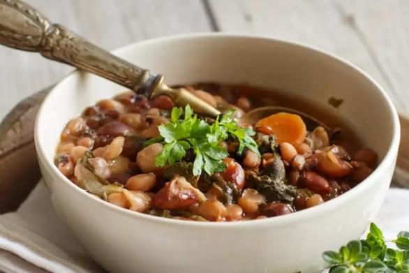 Μαγειρέψτε παραδοσιακή φασολάδα