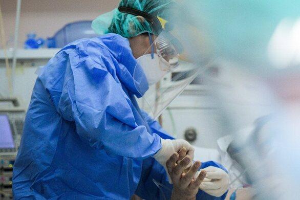 Καπραβέλος - Κορωνοϊός: Οι νοσηλεύτριες κλαίνε - Αν δεν βρουν μάσκα στο συρτάρι τα χάνουν