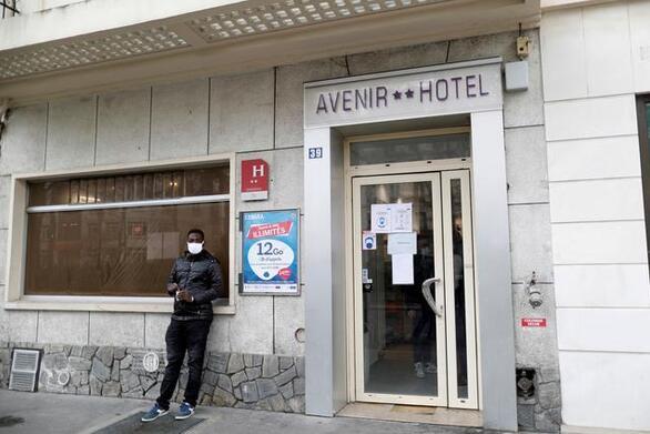 Παρίσι: Δημοφιλές ξενοδοχείο που είναι άδειο λόγω κορωνοϊού, στεγάζει άστεγους