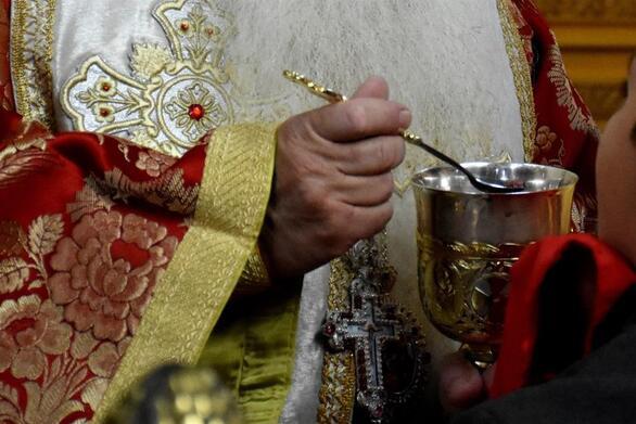 Εκκλησίες: Τι θα γίνει με τη Θεία Κοινωνία τα Χριστούγεννα