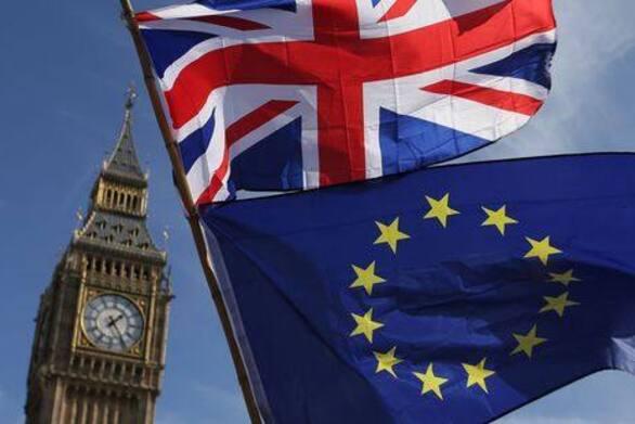 Τραπεζικό χάος με τους λογαριασμούς των Βρετανών που μένουν στο εξωτερικό λόγω Brexit