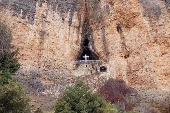 Παναγία του Βράχου - Μια ιδιαίτερη εμπειρία κατάνυξης στην Πελοπόννησο (video)