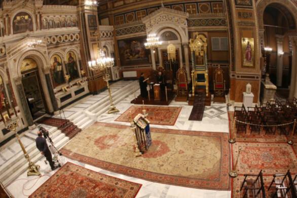Το ΦΕΚ για τον εκκλησιασμό την εορταστική περίοδο - Πόσα άτομα θα επιτρέπονται στους ναούς