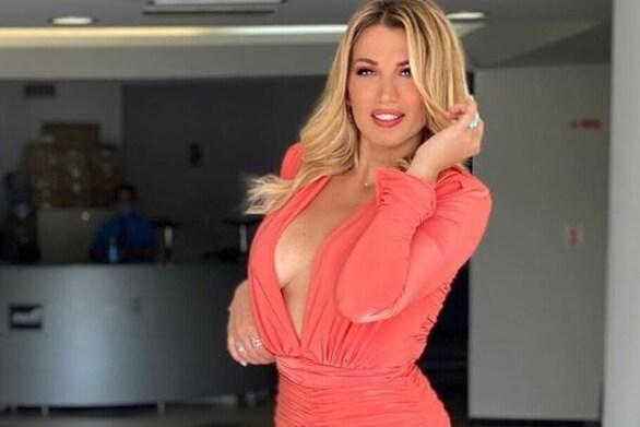 Η Κωνσταντίνα Σπυροπούλου έκανε φάρσα στον Νίκο Μουτσινά (video)