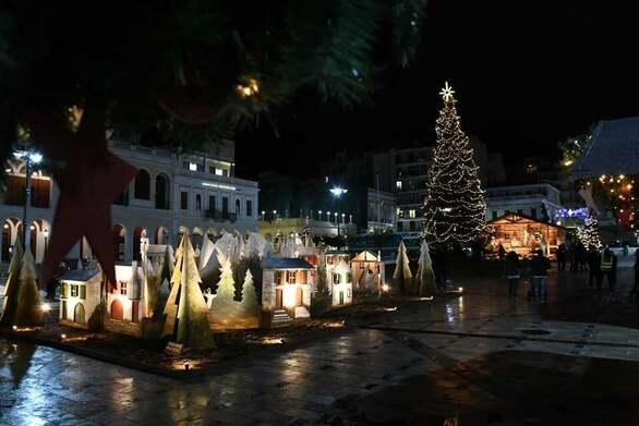 Χριστούγεννα 2020: Μια νότα αισιοδοξίας από την Πάτρα που φόρεσε τα γιορτινά της (video)
