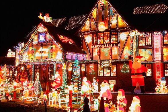 Οι πιο επικοί χριστουγεννιάτικοι στολισμοί σπιτιών (video)