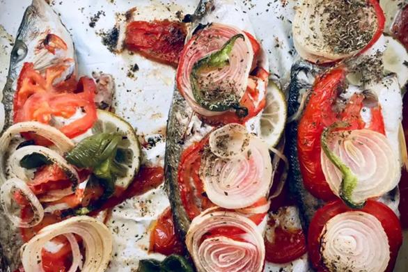 Ψάρια στον φούρνο με λαχανικά