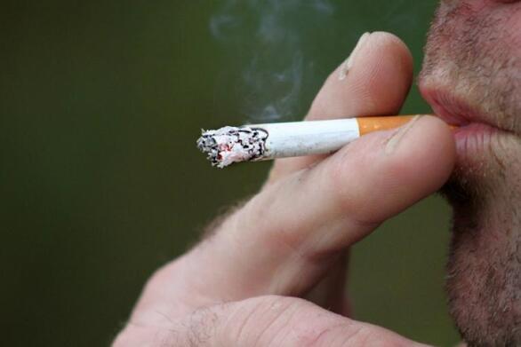 Covid-19: Οι καπνιστές κινδυνεύουν περισσότερο να εκδηλώσουν πιο πολλά και σοβαρά συμπτώματα