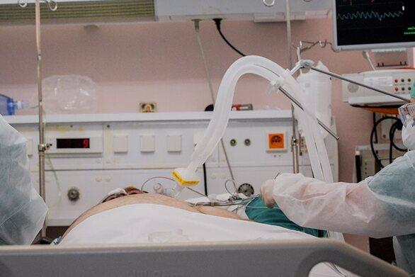 Κορωνοϊός- Λαμία: Διασωληνώθηκε 49χρονος γιατρός