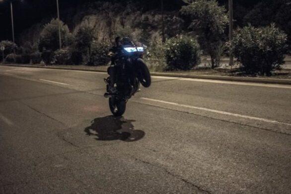 Πάτρα: Κόντρες νεαρών μηχανόβιων στους άδειους δρόμους λόγω καραντίνας