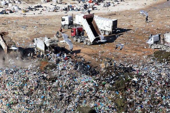 """Πάτρα: Στα """"κεραμίδια"""" οι κάτοικοι της Ξερόλακκας για την έντονη δυσοσμία και τις τοξικές ουσίες"""