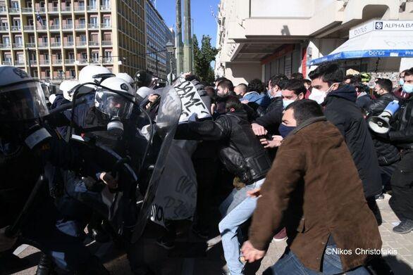 Κινητοποιήσεις ενάντια στο ν/σ για τα ΑΕΙ - Ένταση μεταξύ φοιτητών και ΜΑΤ σε Αθήνα και Θεσσαλονίκη