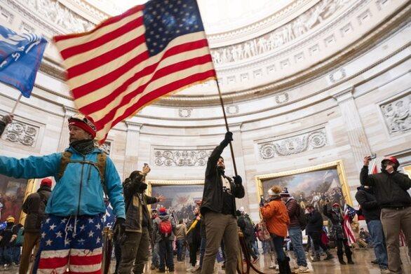 ΗΠΑ: Πάνω από 100 συλλήψεις έγιναν από το FBI για τη βίαιη κατάληψη του Καπιτωλίου