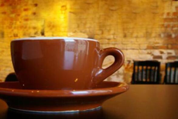 Δυτική Αχαΐα: Άνοιξε το καφενείο της και θα πληρώσει 5.000 ευρώ