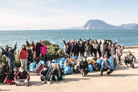 Πάτρα: Οι Project Κα.Πα μάζεψαν πάνω από 5.000 λίτρα σκουπιδιών από την παραλιακή