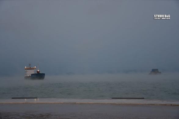 """Η κακοκαιρία """"Λέανδρος"""" προκάλεσε στην Αργολίδα το φαινόμενο της """"θάλασσας που αχνίζει"""" (video)"""