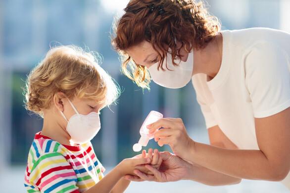 Covid-19 - Τα παιδιά του δημοτικού έχουν μόλις το 1/16 του ιικού φορτίου των 80άρηδων