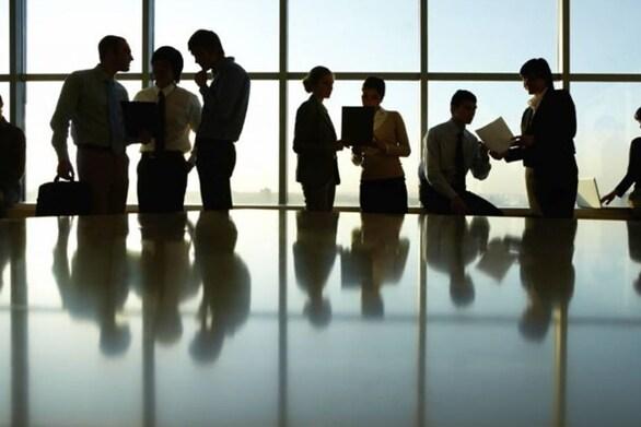 Αναστολές συμβάσεων Ιανουαρίου: Τι ισχύει για τις επιχειρήσεις που ανοίγουν και το επίδομα 534 ευρώ