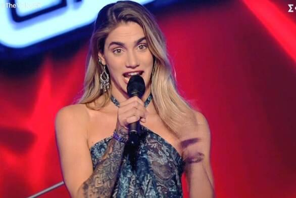 """Ακάθεκτη η Αντωνία Καούρη από τα Καλάβρυτα στο """"The Voice"""" (video)"""