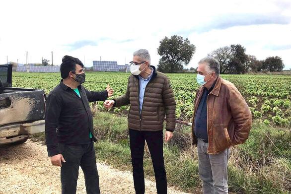 Ο Άγγελος Τσιγκρής στα χωριά της Δυτικής Αχαΐας για τις ζημιές σε πατάτες και κηπευτικά