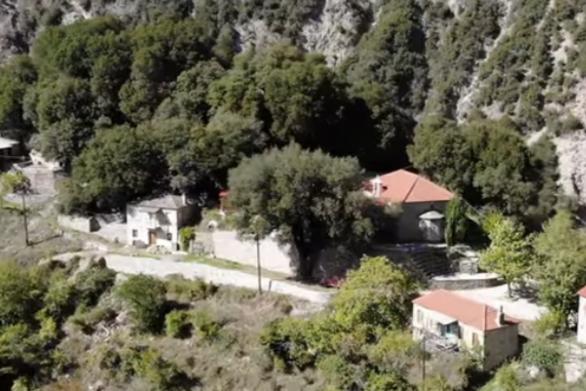 """Το απομονωμένο χωριό της Ευρυτανίας και η """"μάχη"""" του με τον Κρικελοπόταμο (video)"""