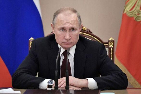 Ο Βλαντιμίρ Πούτιν καταργεί το όριο ηλικίας για τη συνταξιοδότηση των δημόσιων λειτουργών