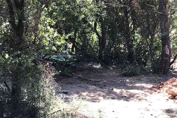 """Πέλλα: Έσκαβαν για «θησαυρό» σε αγροτική περιοχή αλλά τους """"τσάκωσε"""" η αστυνομία"""