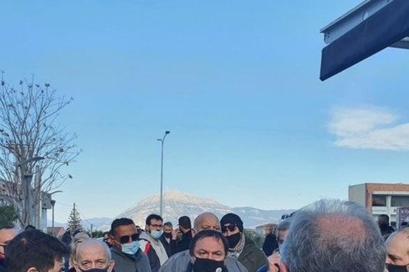 Πάτρα: Έγινε η παράσταση διαμαρτυρίας των συνδικαλιστικών φορέων στην Αποκεντρωμένη (φωτο)