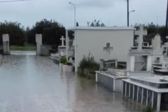 Δυτική Ελλάδα: Πλημμύρισαν τα νεκροταφεία Αστακού και Νεοχωρίου