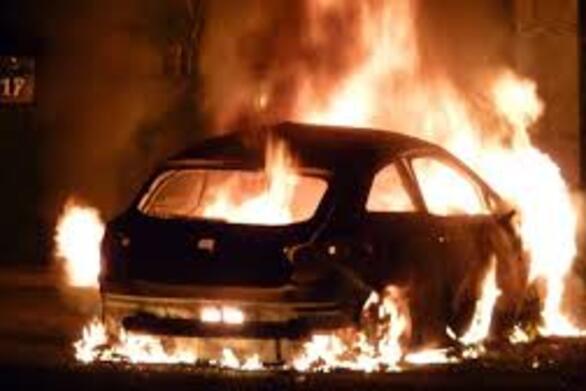 Δυτική Ελλάδα: Αυτοκίνητο τυλίχθηκε στις φλόγες μετά από σύγκρουση (βίντεο)