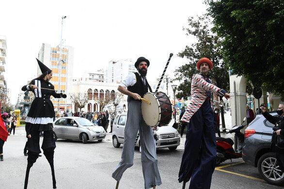 Πατρινό Καρναβάλι - Ταινία μικρού μήκος με την ομάδα θεάτρου δρόμου X-Saltibagos