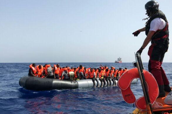 Το Ocean Viking διέσωσε 400 μετανάστες στη Μεσόγειο