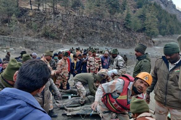 Ινδία: Κατάρρευση παγετώνα στα Ιμαλάια - Τουλάχιστον 14 νεκροί