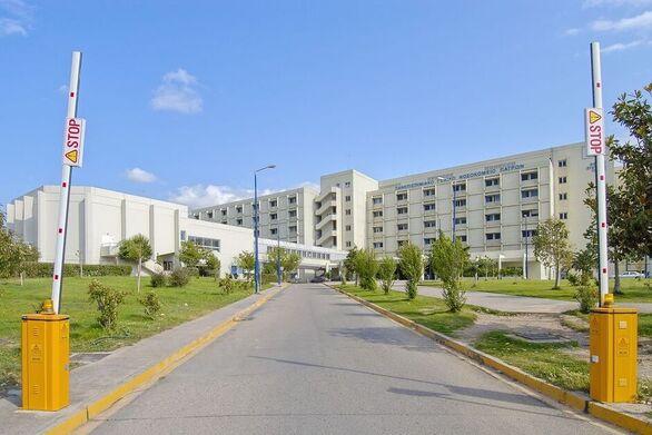 """Πάτρα: Έφτασε στο Πανεπιστημιακό Νοσοκομείο Ρίου η """"φορητή ΜΕΘ"""""""