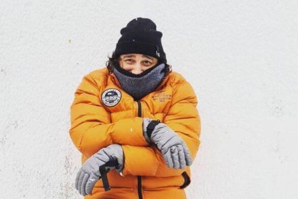 Βασίλης Χαραλαμπόπουλος: Ποζάρει ως «Μπέρνι Σάντερς» στα χιόνια του Πηλίου