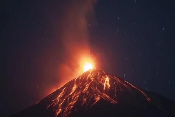 Ταυτόχρονη ενεργοποίηση τριών ηφαιστείων στη Γουατεμάλα